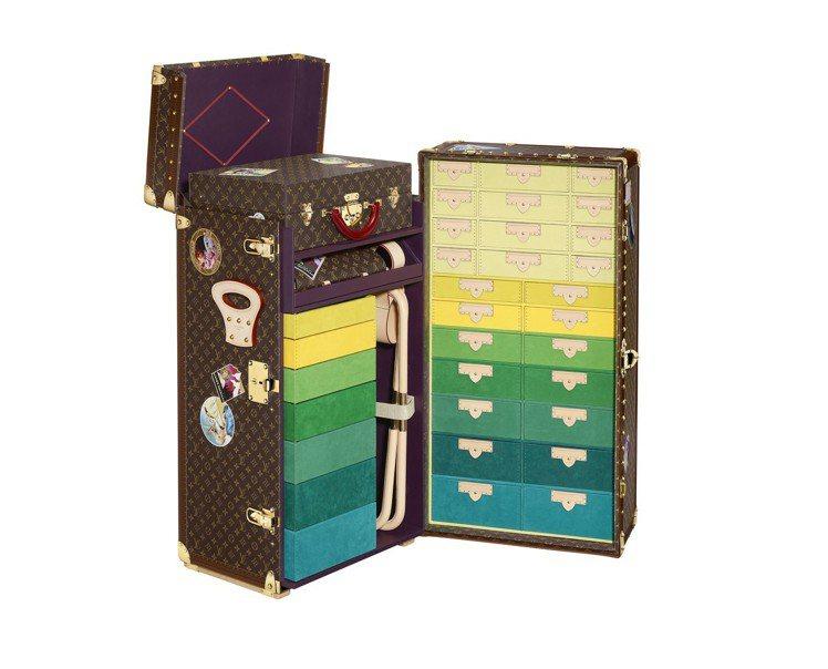 「飛行、航行、旅行」特展中有許多設計別緻的箱盒。圖/LV提供