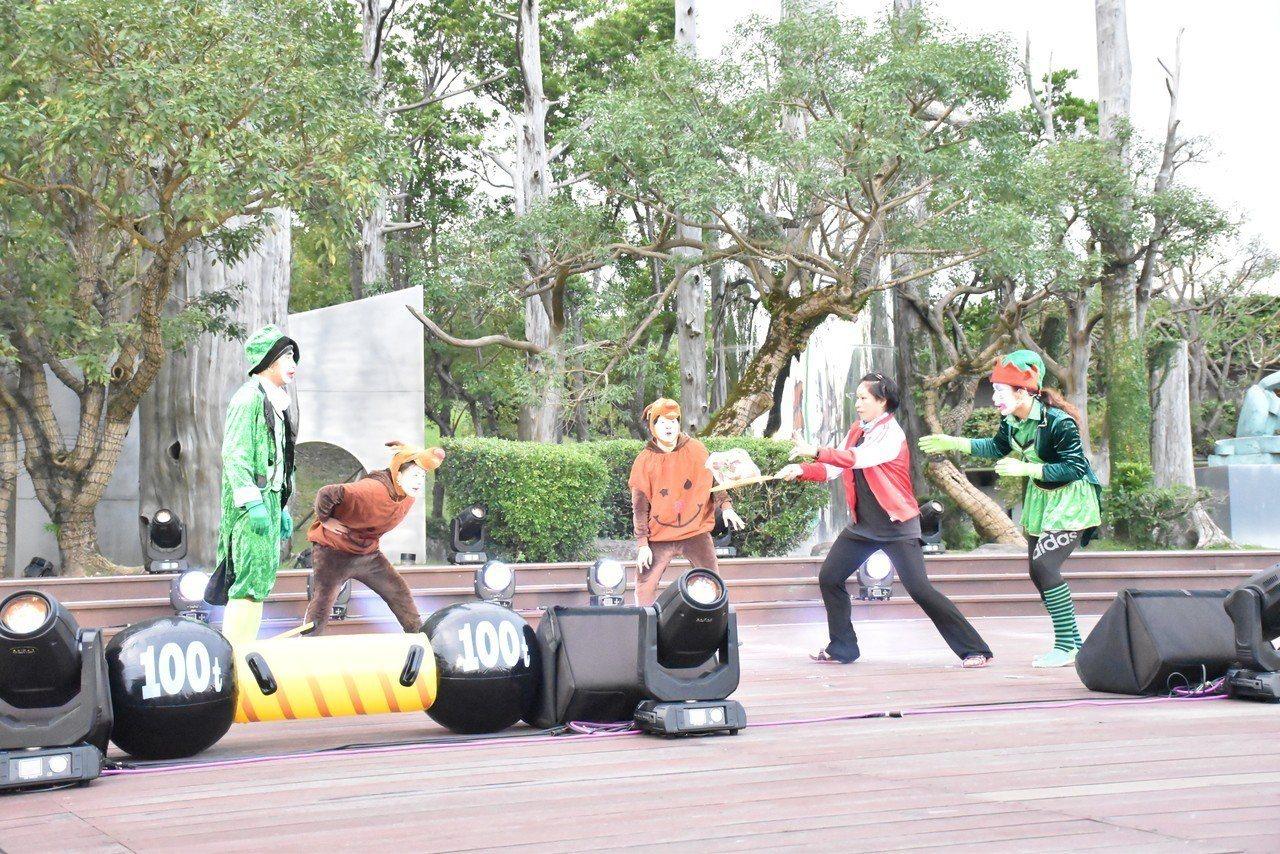 小丑默劇團在「奇幻聖誕Merry Christmas Party Show」中,...
