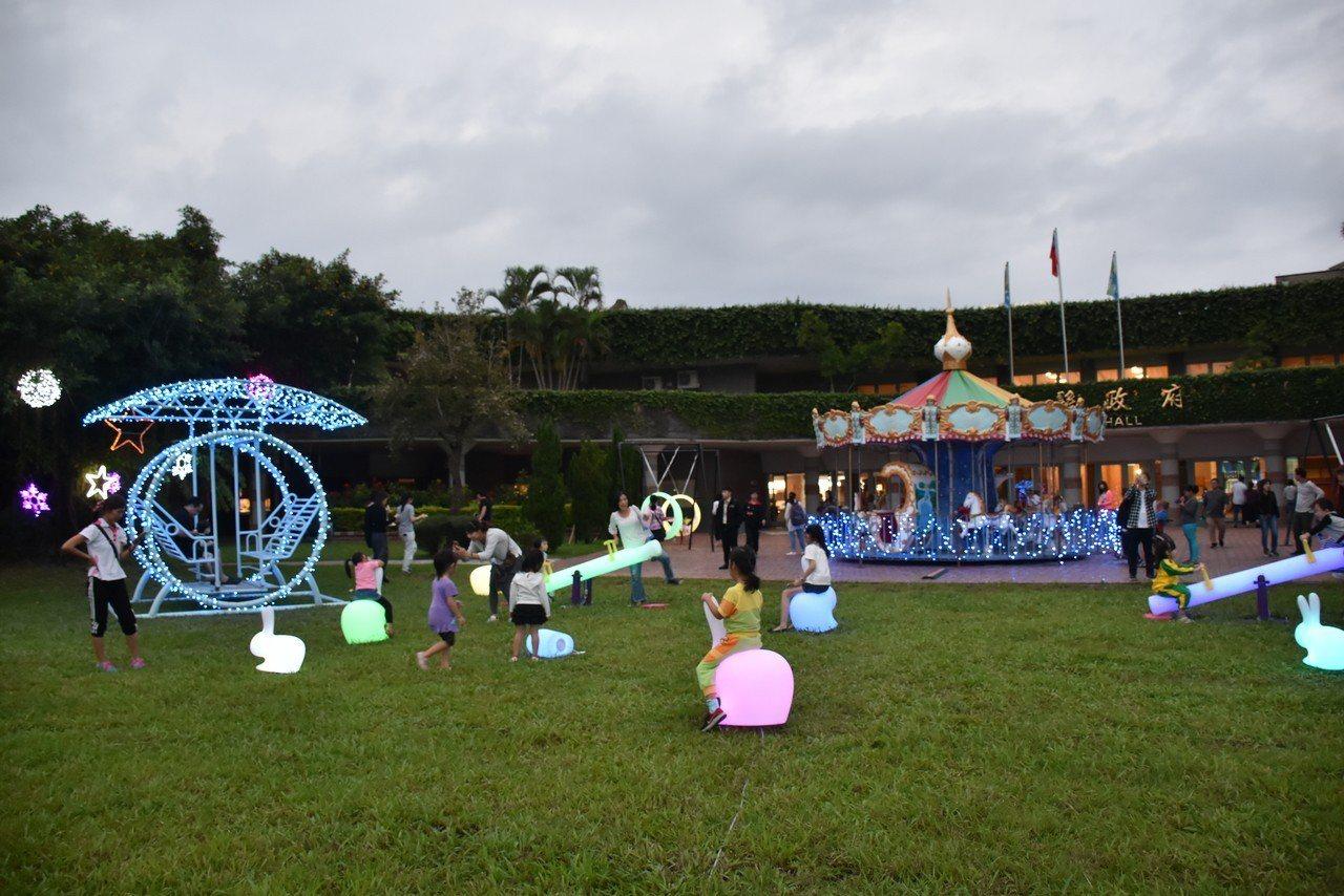 宜蘭縣政府此次還特別規劃兒童歡樂廣場,讓小朋友可以盪鞦韆、玩蹺蹺板及旋轉木馬,每...