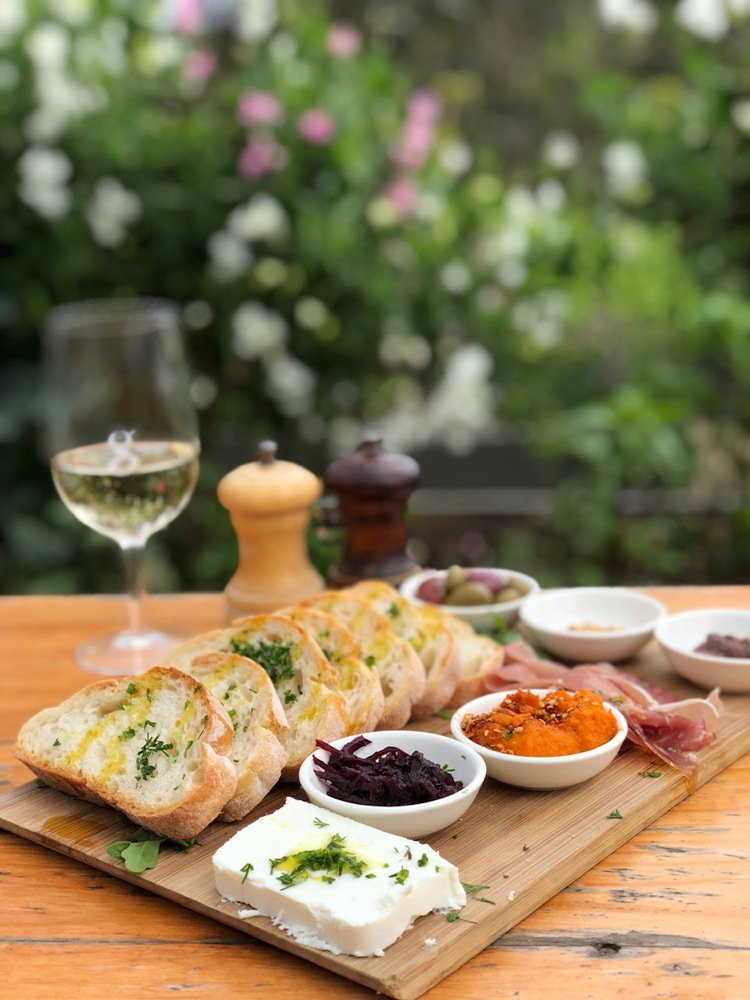 Green Olive強調餐桌上幾乎所有的食材都是從自己農場來的。圖/記者錢欽青...