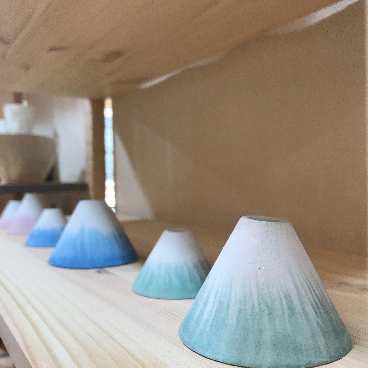 新藝商號的富士山陶器。記者江佩君/攝影
