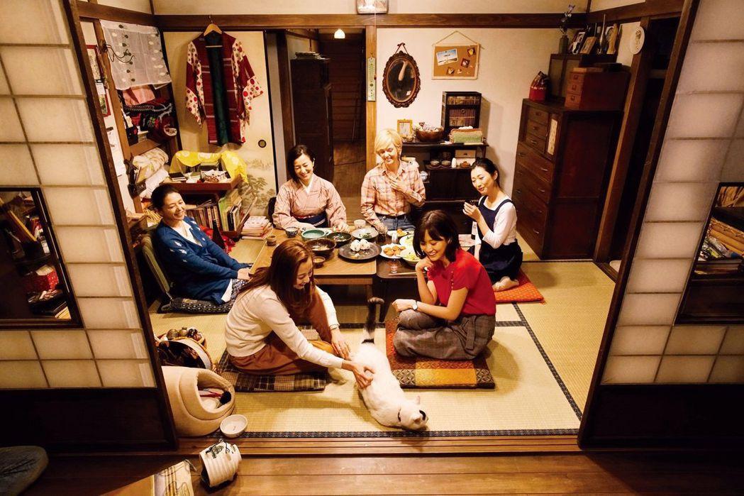 日片《姐姐的私廚》從料理透視城市女性的心靈。圖/CATCHPLAY提供