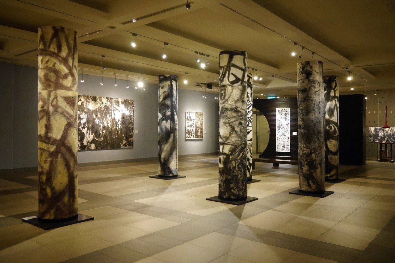 「盜墨狂野-吳炫三當代水墨大展」於國父紀念館展出。圖/宜東文化提供