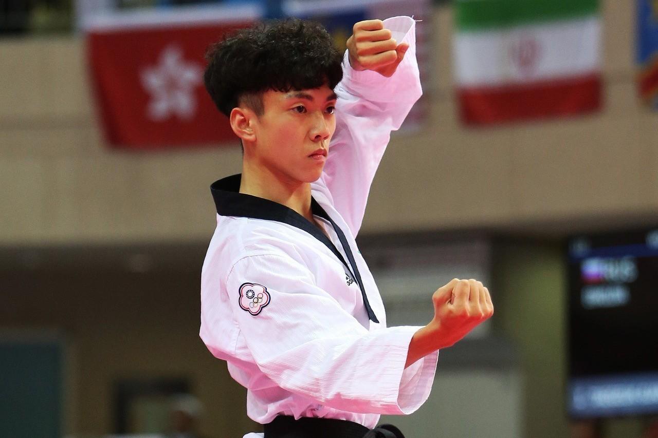 馬允中在公認品勢男子個人(30歲以下)獲銀。圖/中華跆拳道協會提供