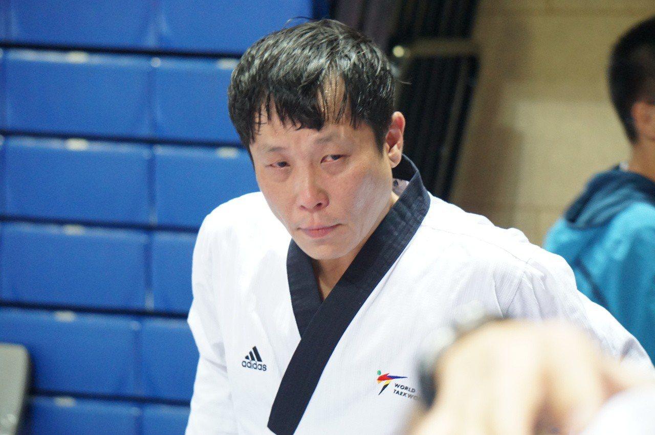 鄭紹宏公認品勢男子個人(50歲以下)摘銅。圖/中華跆拳道協會提供