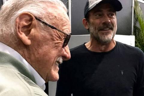 「漫威之父」史丹李95歲去世,好萊塢不少紅星發布與他的合照表示哀悼,包括「鋼鐵人」小勞勃道尼、「鷹眼」傑瑞米雷納、「金鋼狼」休傑克曼等,卻引起「以你的名字呼喚我」艾米爾漢默大聲炮轟悼念「漫威之父」應...