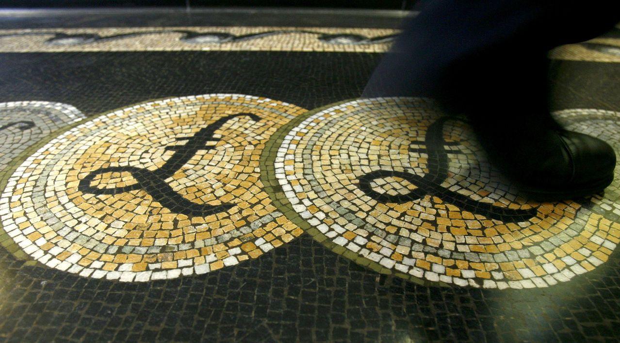 英鎊匯價隨英國脫歐消息起舞。路透