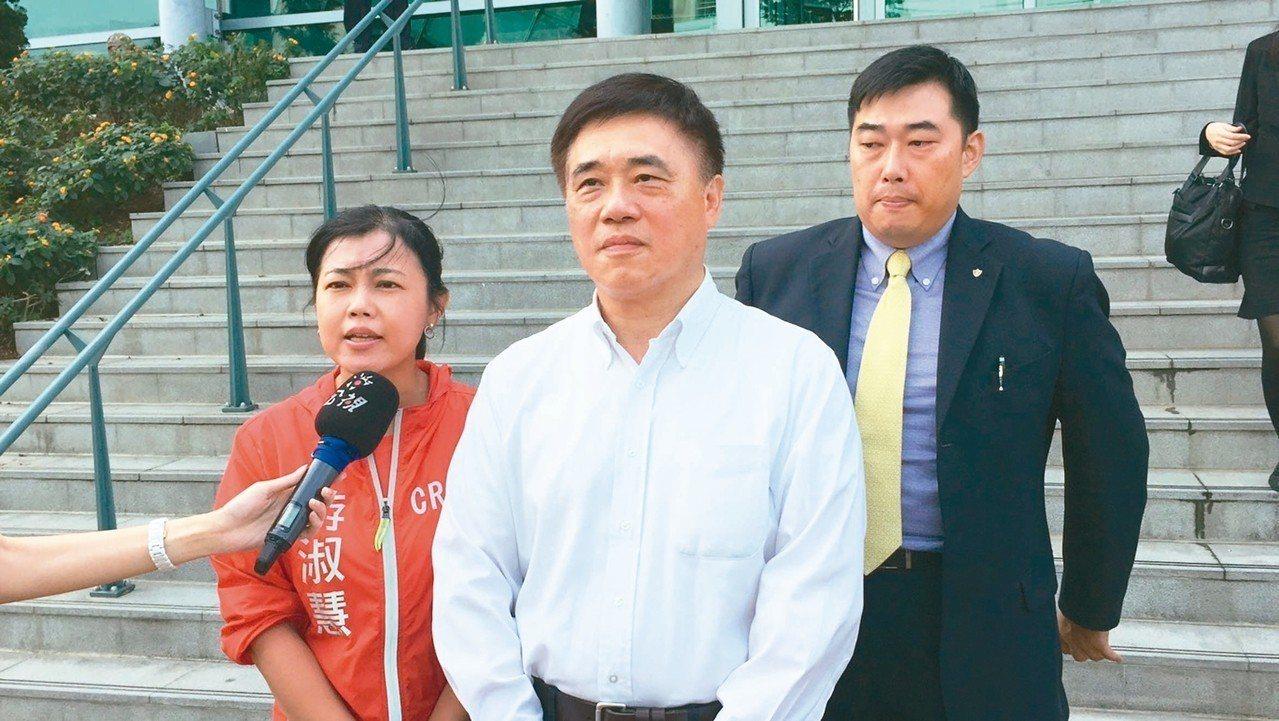 反核食公投案領銜人郝龍斌(中)。 記者賴佩璇/攝影