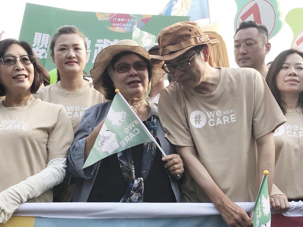 總統府秘書長陳菊(左3)、民進黨高雄市長候選人陳其邁(左4)17日下午出席參與「...