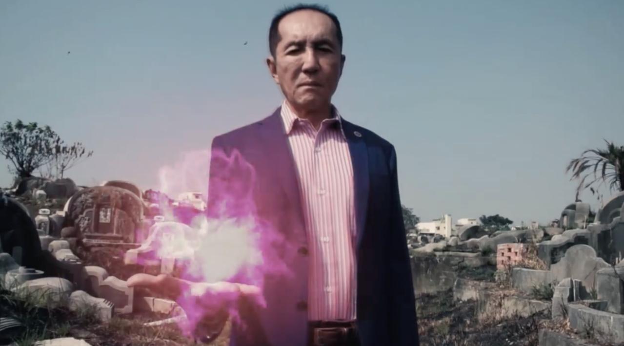 無黨籍台南市長候選人林義豐到南山公墓拍攝廣告片,未來希望可以在這裡舉辦「瘋狂星期...