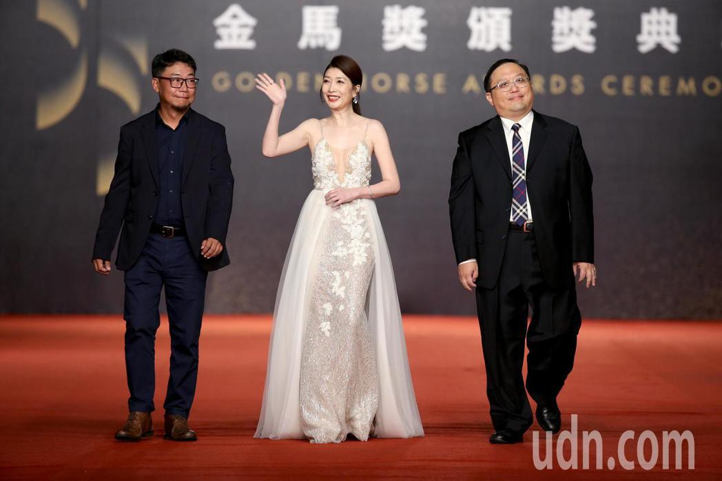 第55屆金馬獎,黃嘉千(中)走星光大道。記者陳立凱/攝影