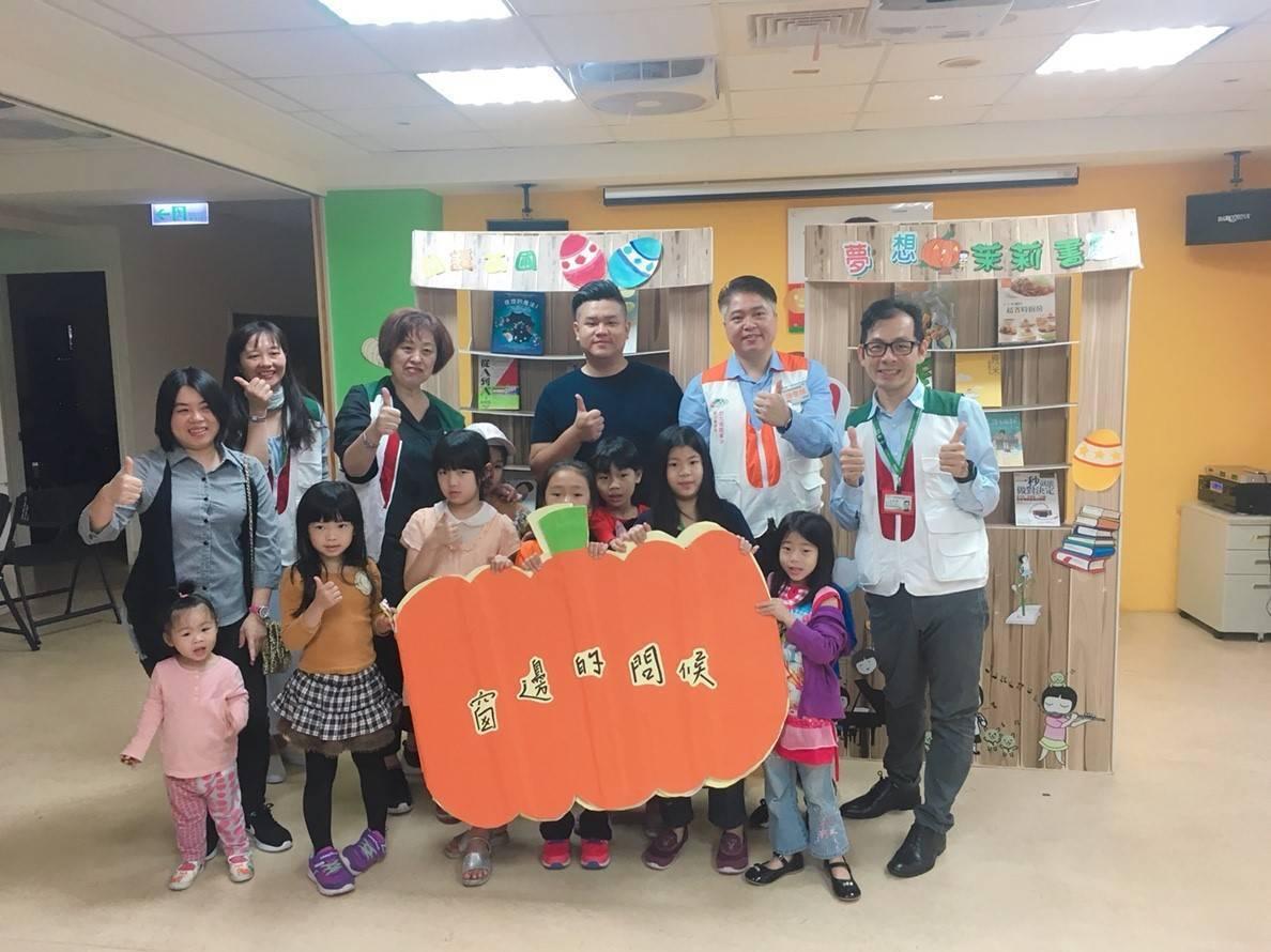 茉莉二手書店與台北家扶中心共同為社區親子打造一個適合親子和樂及享受閱讀的空間今天...
