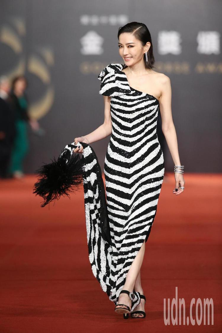 謝金燕穿Moschino黑、白斑馬紋亮片禮服搭伯爵珠寶。圖/記者陳立凱攝影