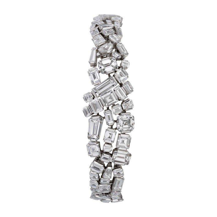 趙濤配戴卡地亞花式切割鑽石手環,售價2490萬元。圖/卡地亞提供