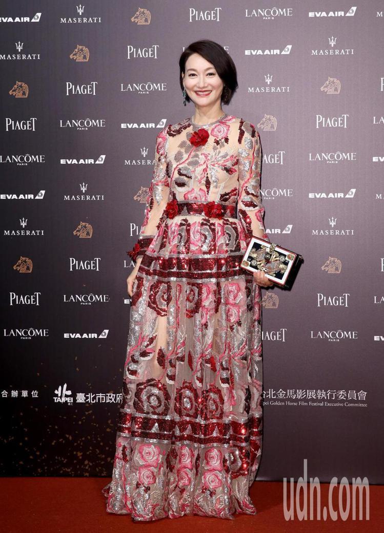 惠英紅穿Dolce & Gabbana禮服搭襯伯爵珠寶,獲得一致好評。記...