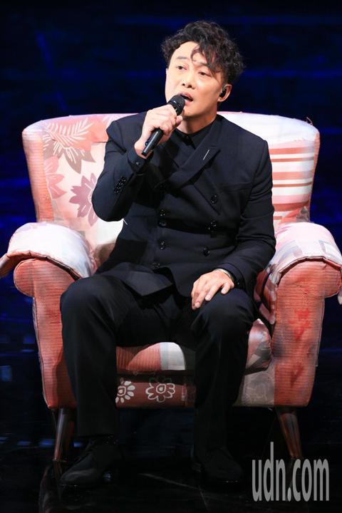 第55屆金馬獎頒獎典禮,入圍最佳原創電影歌曲的陳奕迅演出。