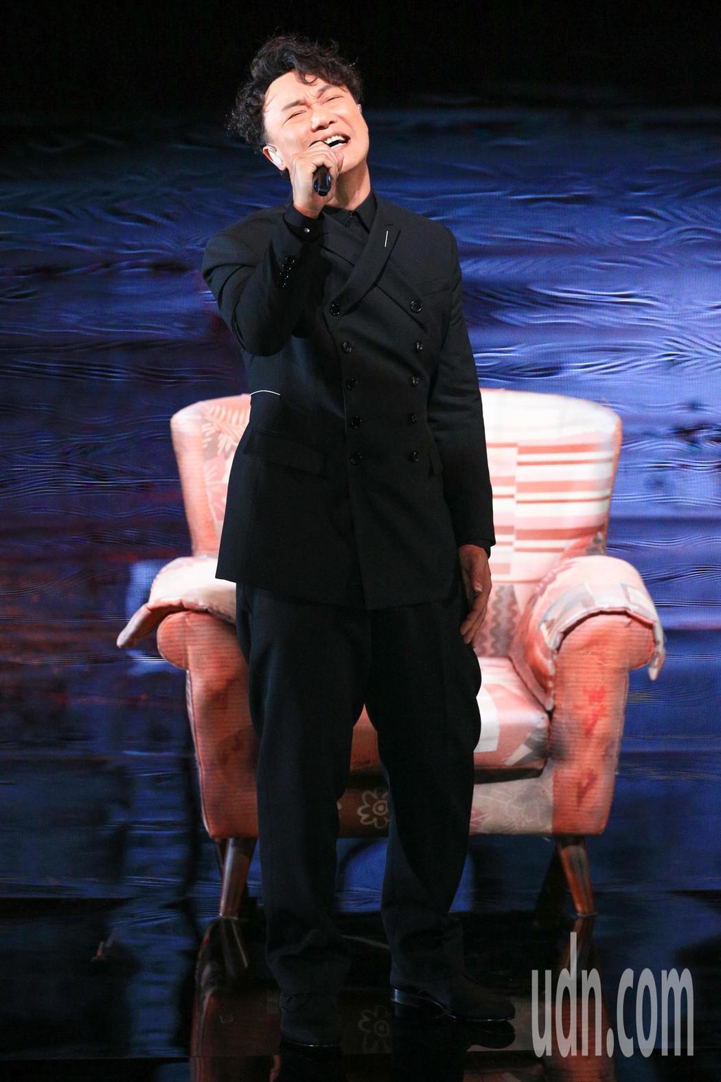 第55屆金馬獎頒獎典禮,入圍最佳原創電影歌曲的陳奕迅演出。記者林伯東/攝影