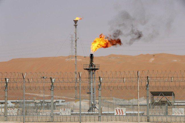 國際油價12日大漲近2%。     路透