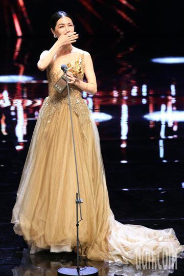 第55屆金馬獎,謝盈萱奪影后喜極而泣。