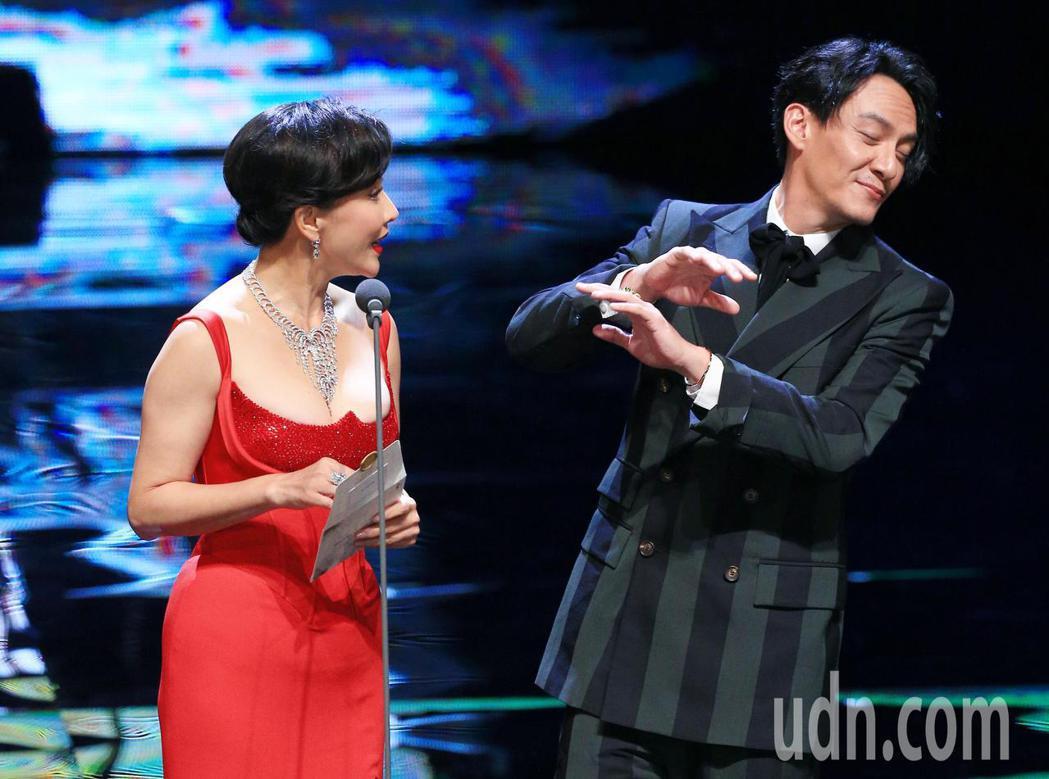 第55屆金馬獎頒獎典禮,張震(右)、劉嘉玲(左)擔任頒獎人。記者林伯東/攝影