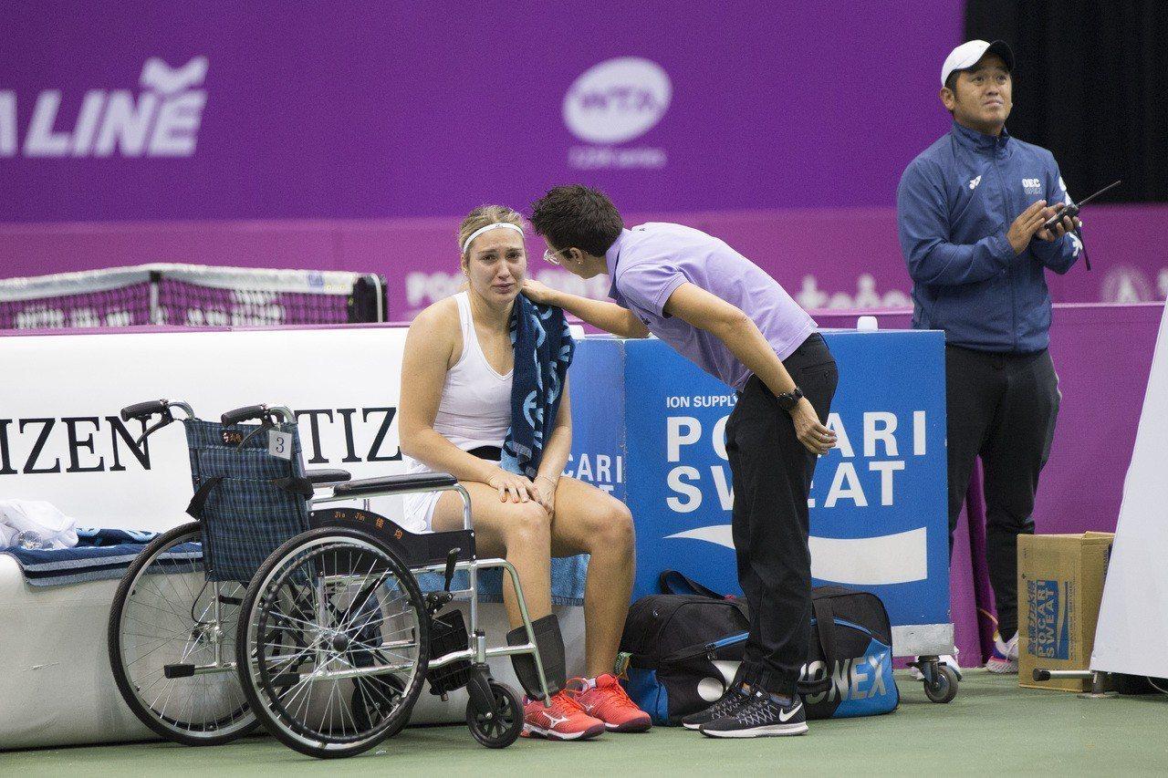 俄羅斯扎拉米澤拉傷右大腿,在座位休息區難過落淚。圖/海碩提供