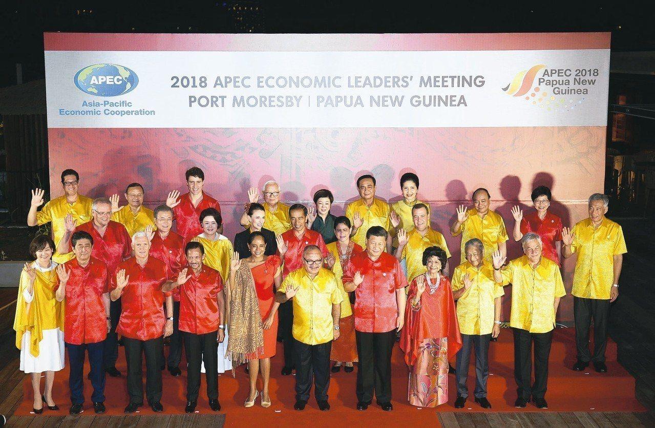 2018亞太經濟合作會議(APEC)17日舉行領袖年會晚宴,台灣領袖代表張忠謀(...