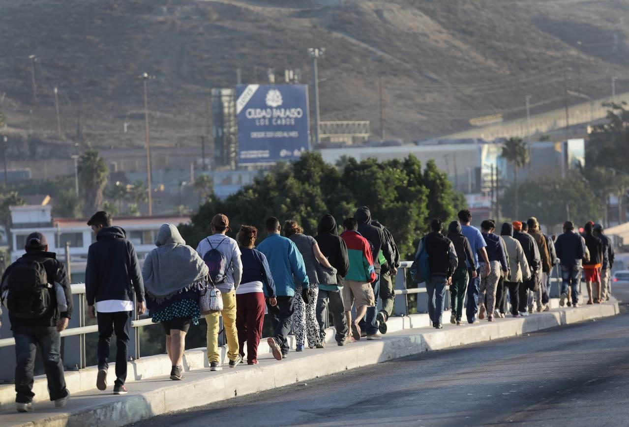 一位較早抵達美墨邊境的女性說,她不會非法越境,會在官方入境口岸尋求庇護。 法新社