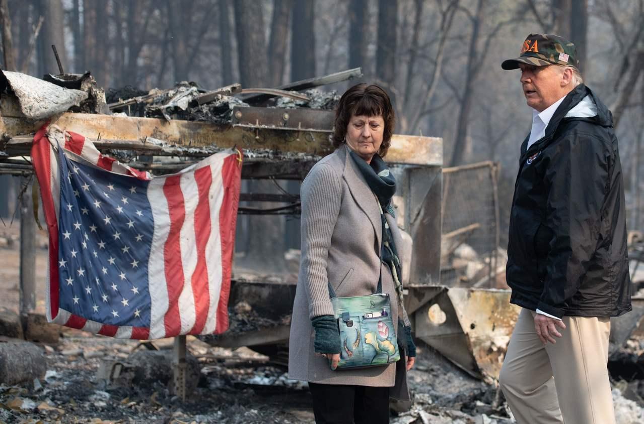 川普視察加州野火災情。 法新社