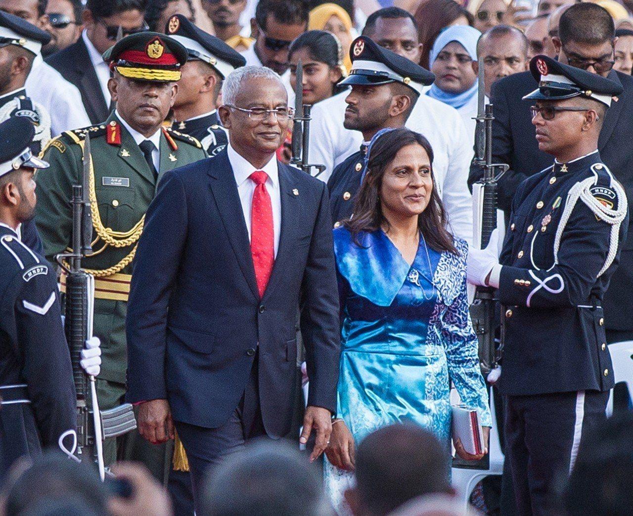 馬爾地夫新總統索里(Ibrahim Mohamed Solih,前排左)就職,不...