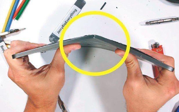 美國一名YouTuber在開箱影片中似乎輕易就能將蘋果新iPad Pro折彎。 ...