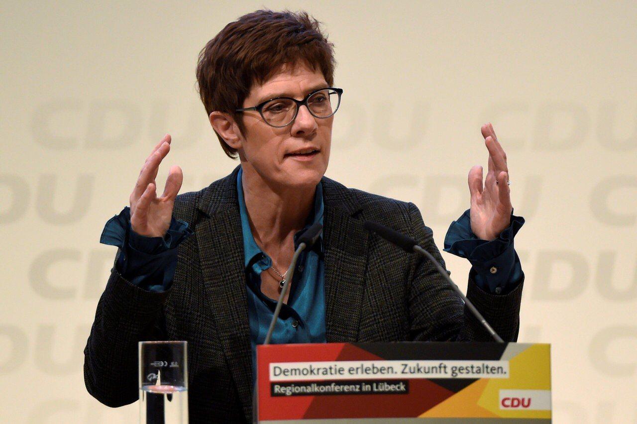 德國保守派政黨基督教民主黨(CDU)秘書長克朗普凱倫鮑爾(Annegret Kr...