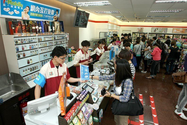 7-11的店員號稱「地表最強的職業」,店員能服務的範圍非常廣泛。圖/遠見提供