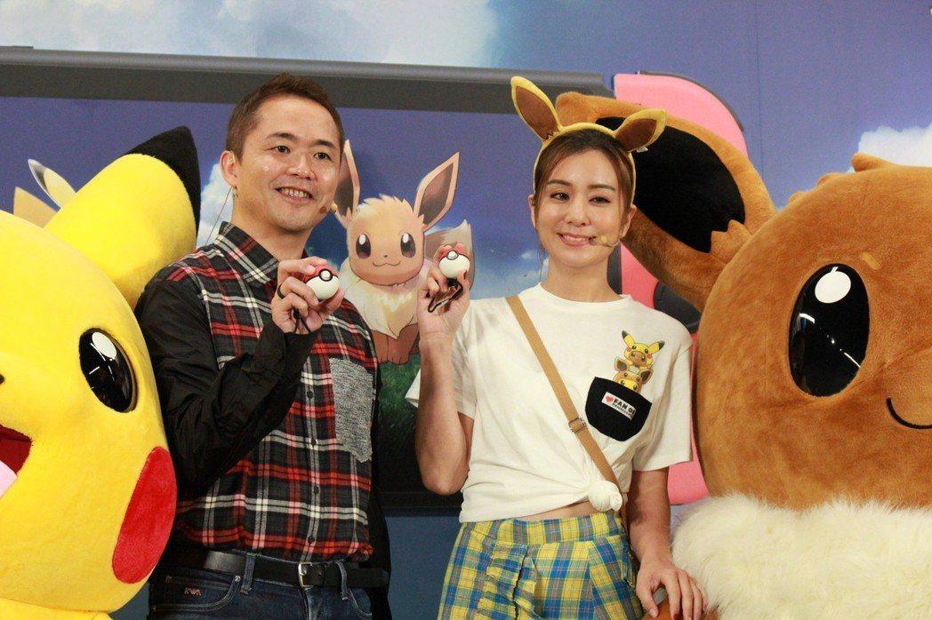 遊戲總監增田順一與藝人莎莎示範使用「精靈球 PLUS」
