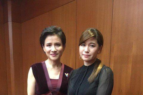 本屆金馬獎「最佳紀錄片」得主「我們的青春,在台灣」導演傅榆,得獎致詞時一句:「希望我們的國家可以被當成真正獨立的個體來看待。」引發巨大風暴,大陸網友翻牆上她臉書痛駡,隨後上台頒獎的上屆影帝涂們則說了...