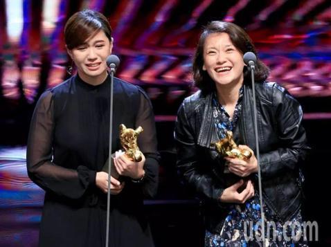 第55屆金馬獎頒獎典禮17日晚間在台北舉行,「我們的青春,在台灣」獲得最佳紀錄片獎。該片導演傅榆在上台領獎時表示,「這部片很多人以為在講政治,其實更多是在談論青春,青春很美好,但很容易犯錯。尤其是容...