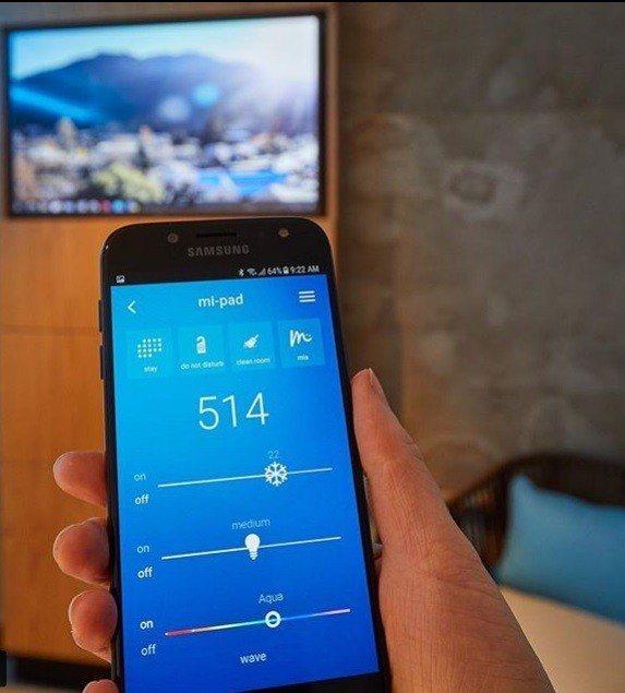 Mi-Pad房客下載mia應用程式後,可調整房間光線和開暖氣等。取自Instag...