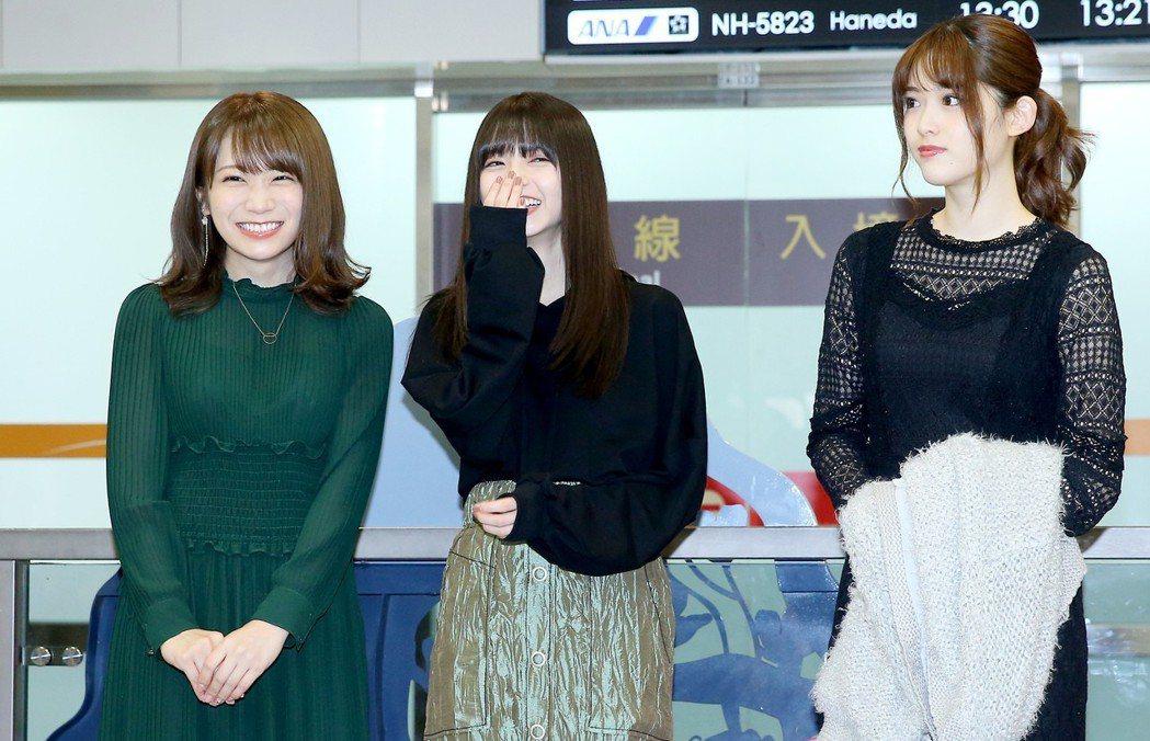 日本女子偶像團體 「乃木坂46」成員秋元真夏(左起)、齋藤飛鳥、松村沙友理今天中...