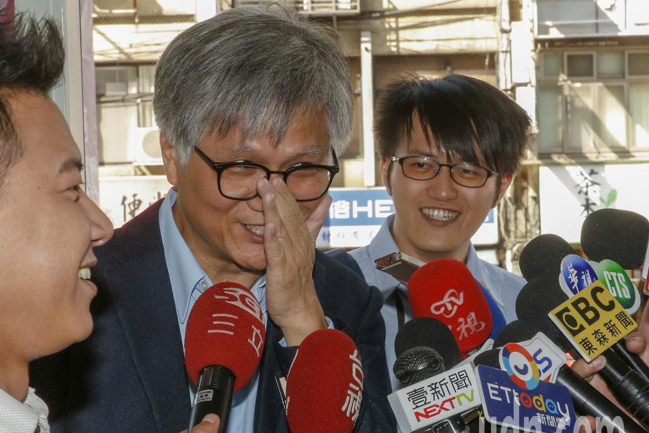 台北市長選舉第二次公辦政見發表會下午在新台北有線電視舉行,吳蕚洋親自出席發表政見...