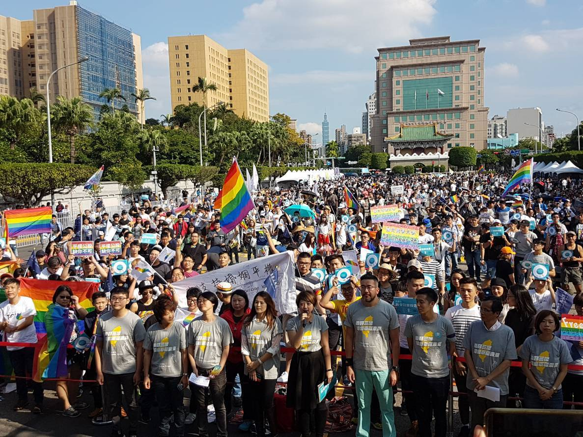 11月24日就是公投投票日,婚姻平權大平台為鼓勵民眾返鄉投票支持婚姻平權,今天下...