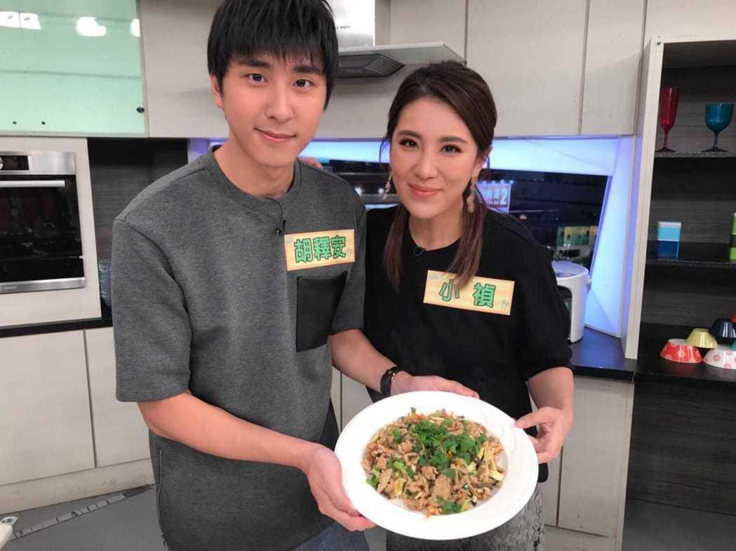 小禎和胡釋安順利完成料理任務。圖/三立提供