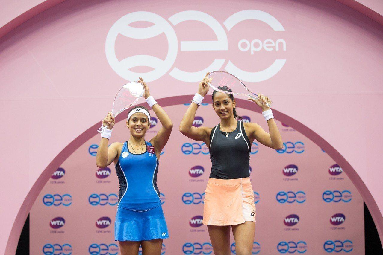 雷娜(左)、譚迪(右)捧兩人合作首座WTA女雙冠軍。圖/海碩提供