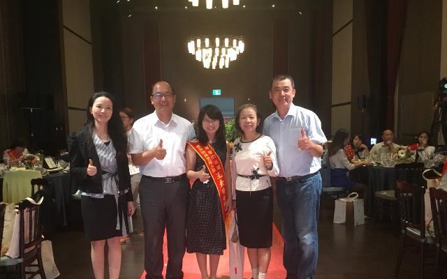 苗栗特殊教育學校老師王金香(中)。圖/教育部提供
