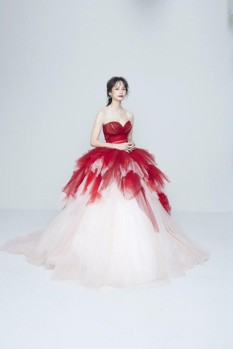 簡嫚書在婚紗照裡穿的兩套禮服也都是出自NICOLE+FELICIA。圖/簡嫚書提...