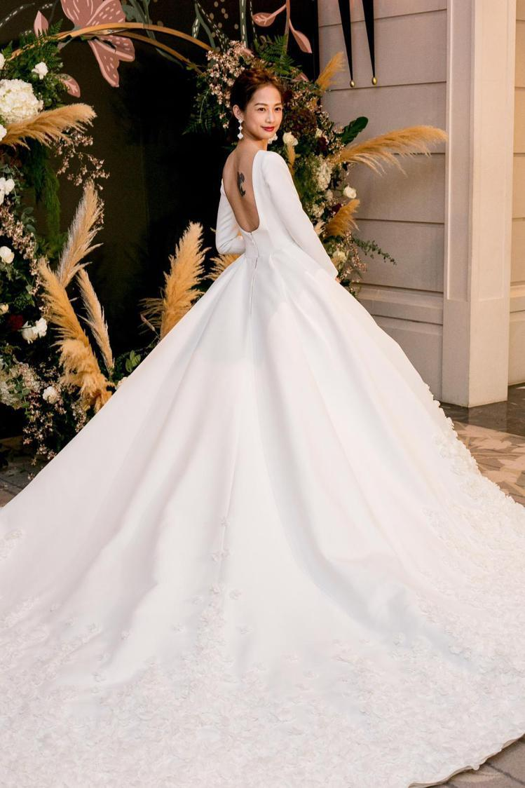 簡嫚書的白紗禮服出自台灣禮服品牌NICOLE+FELICIA。圖/NICOLE+...