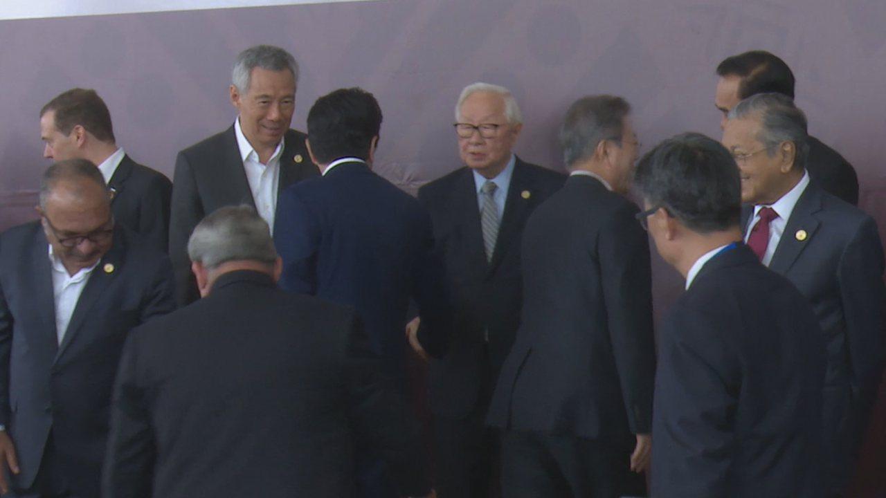 張忠謀今天(18日)與日本首相安倍晉三會談約20分鐘,雙方同意在觀光等廣泛領域深...