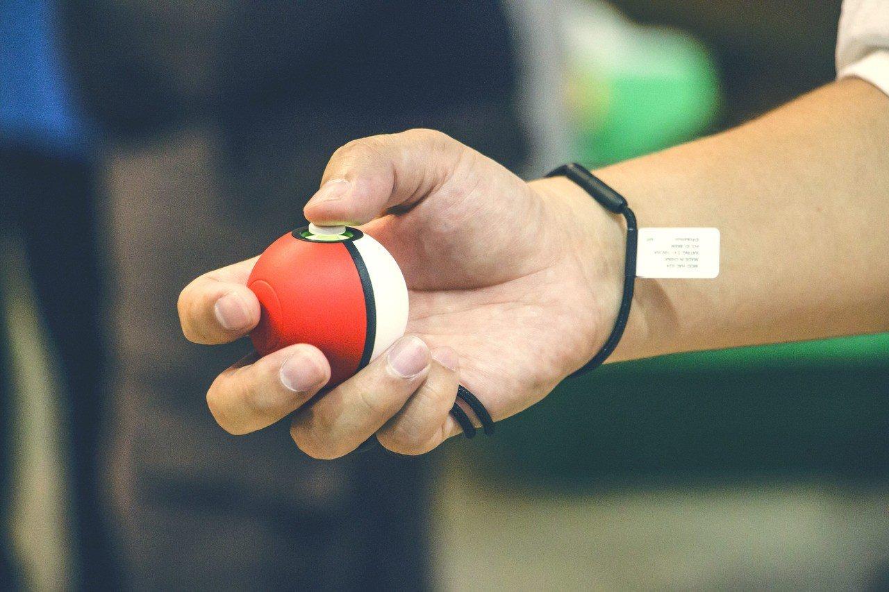 同步推出的精靈球Plus可當作新推出精靈寶可夢遊戲的控制器。圖/三創生活提供
