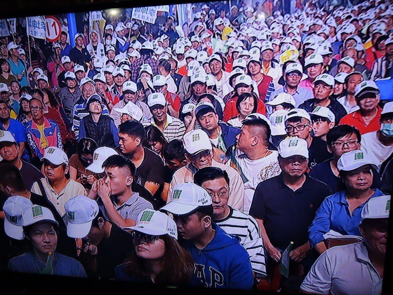 民進黨新北市長候選人蘇貞昌今晚在蘆洲三民高中舉辦造勢晚會,蘇辦估計現場湧入約五千...