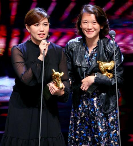 拿下第55屆金馬獎最佳記錄片獎,導演傅榆(左)的得獎感言引發兩岸風暴。 記者林伯...