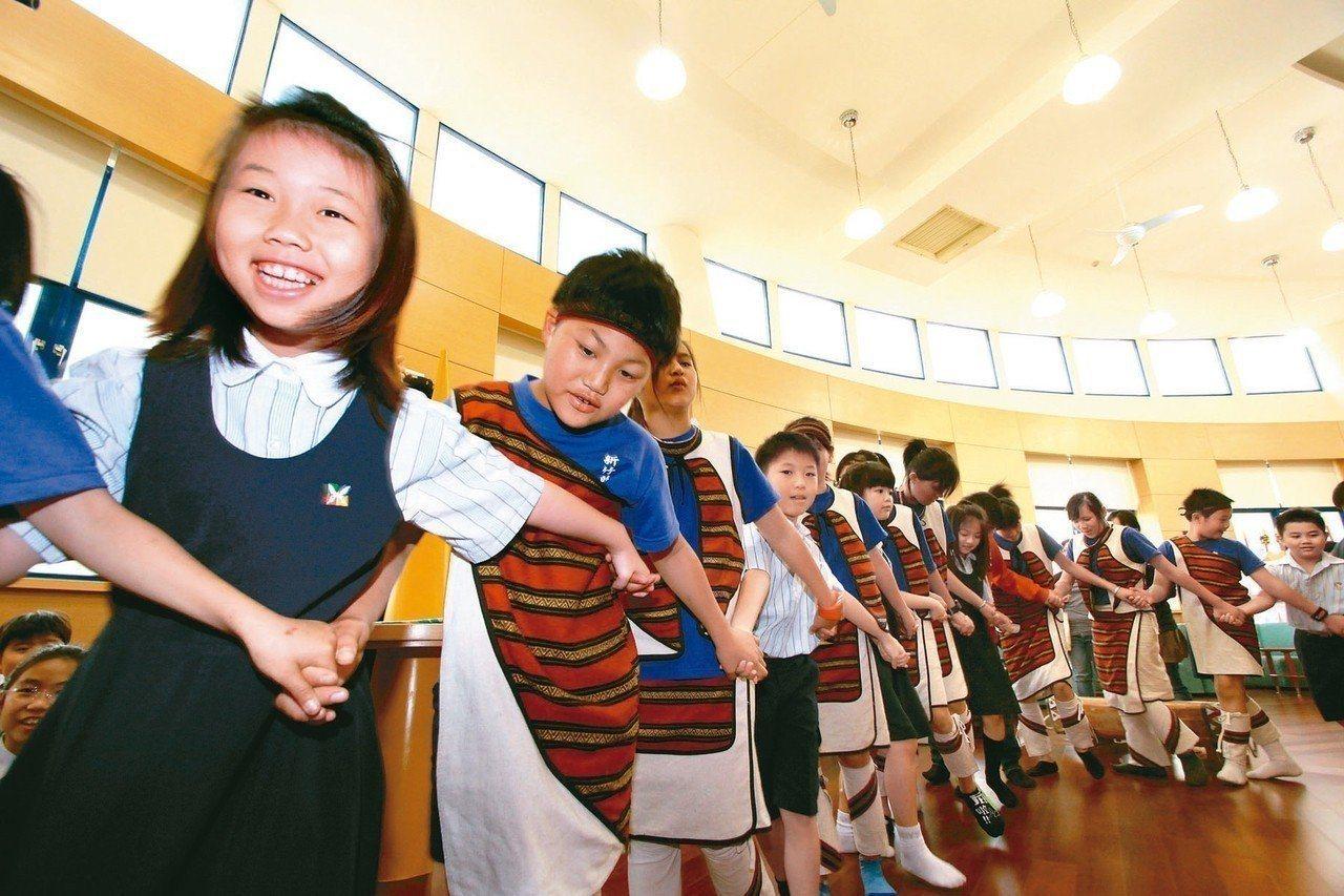 兒福聯盟呼籲政府、學校和家長用心尊重孩子的四大兒童權利,包括表意權、健康權、生存...