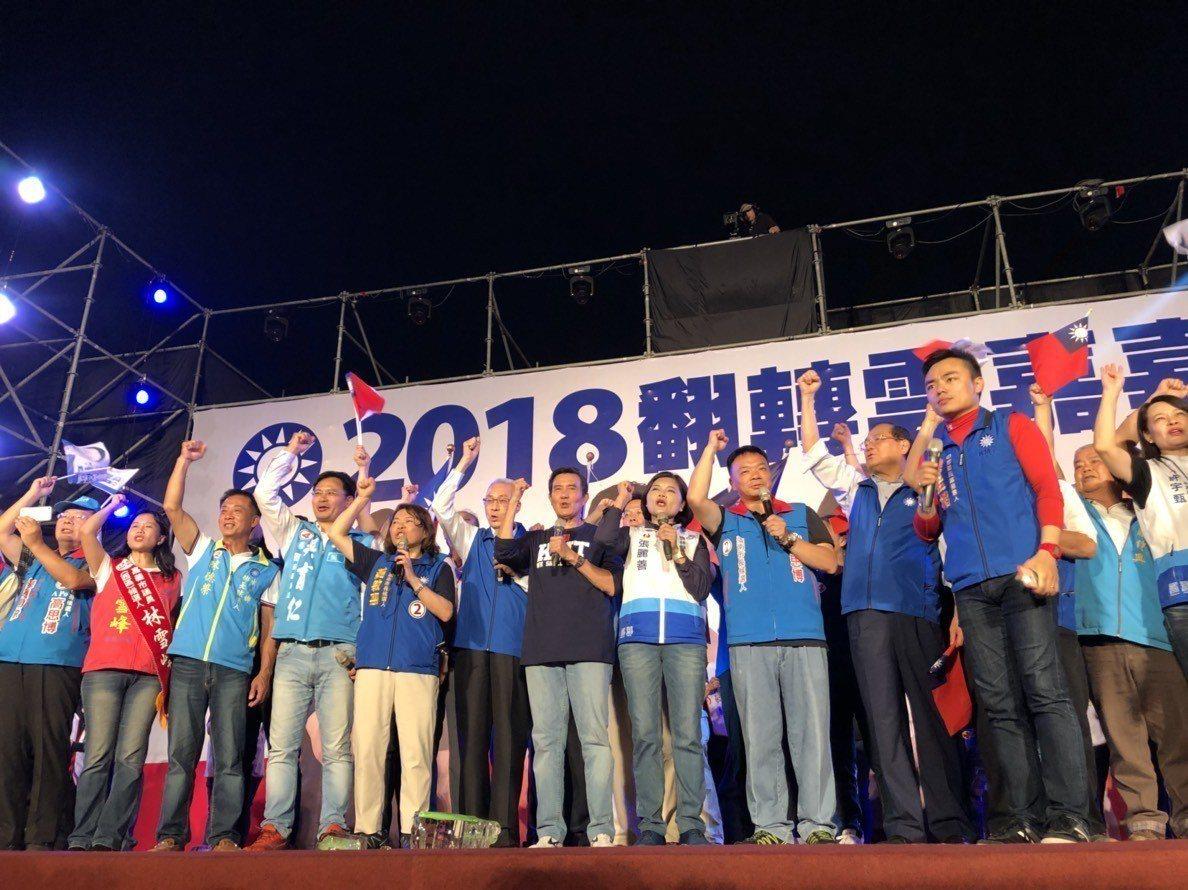 藍營今晚在嘉義市立棒球場前停車場辦「雲嘉嘉南聯合造勢晚會」,助講群包括國民黨中央...